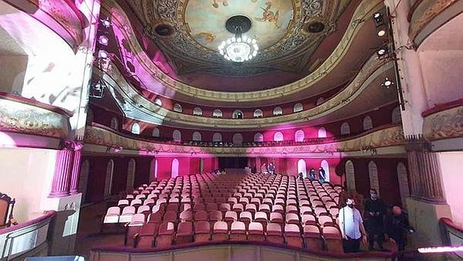 Este viernes se realizó oficialmente la inauguración de la nueva luminaria y del nuevo sistema de sonido del teatro Larrañaga.