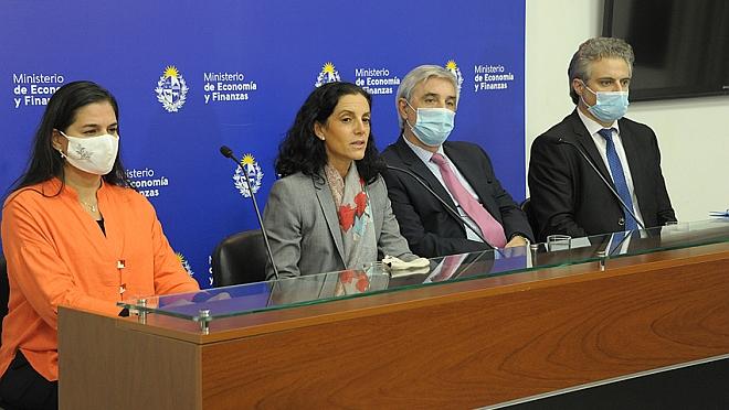 Uruguay emitió bonos en dólares y pesos nominales en el mercado internacional por más de 1.740 millones de dólares