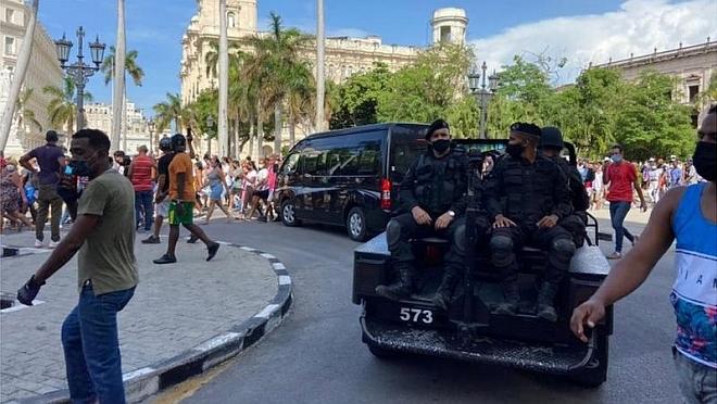 Protestas en Cuba: el gobierno confirma un muerto en nuevos disturbios a las afueras de La Habana