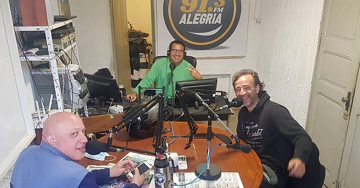 Viernes cerrando una nueva semana en la Radio con Alexi Senisa y los Camaradas de Rodadas, Jessica en vivo desde Lavalleja y en los Estudios la visita de Andrés Stabile CAPIOCA!!